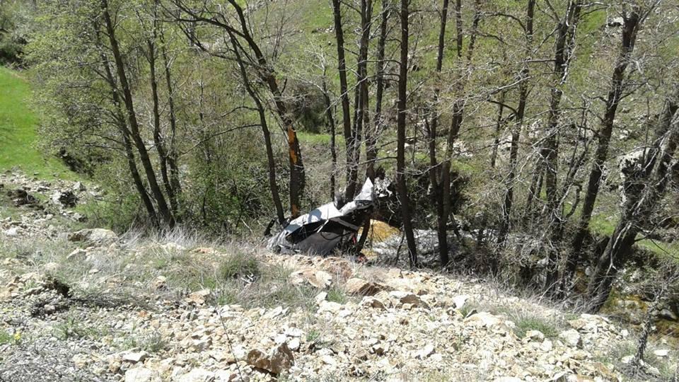 Araç şarampole yuvarlandı, 1 ölü, 3 yaralı