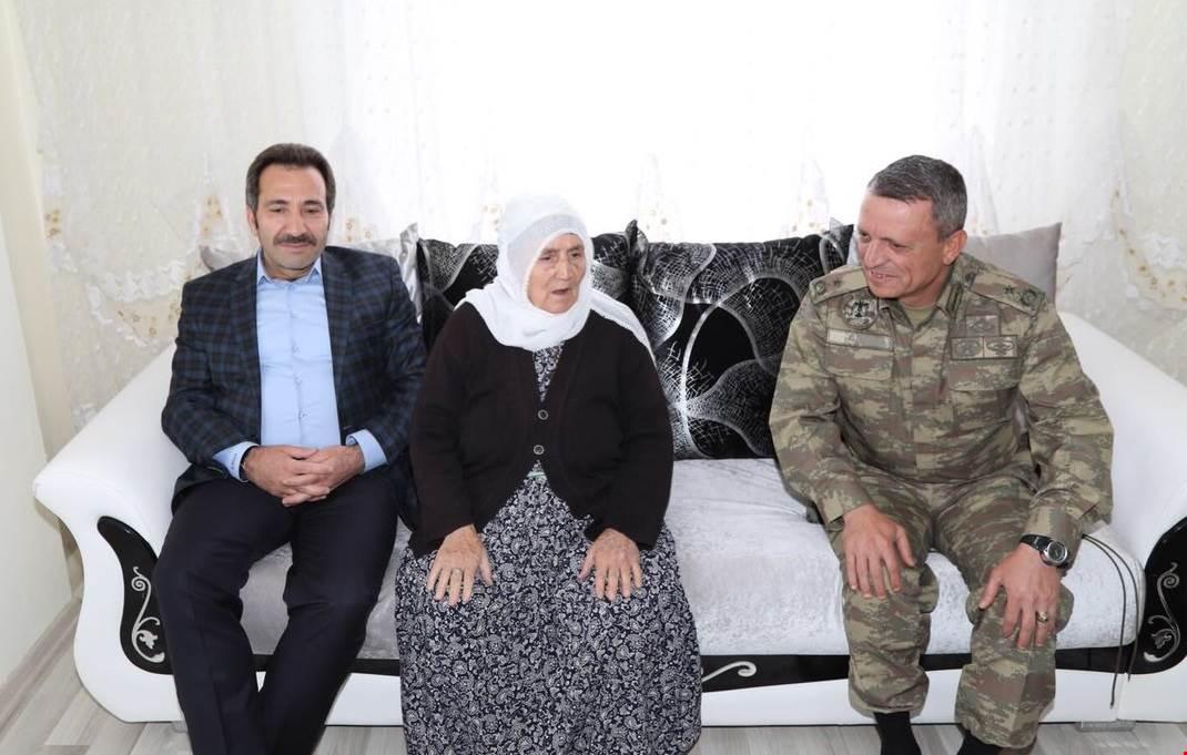 Vali Mantı Gençli 3 Şehit Annesi Aldal'ı ziyaret etti