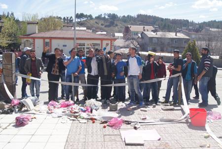 Gençler, temizlik için yürüdü!