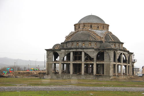 Mevlana Camii inşaatı hızla yükseliyor