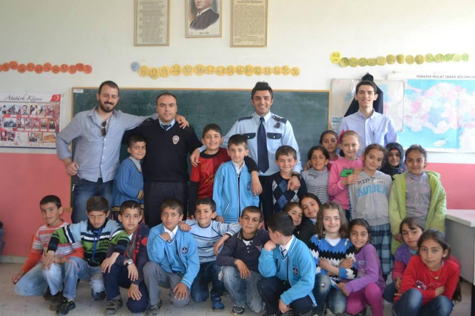 Polis Memurlarından Okula İade-i Ziyaret