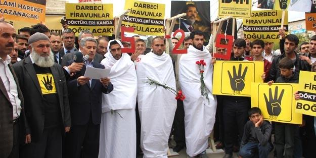 İdam kararına kefenli protesto