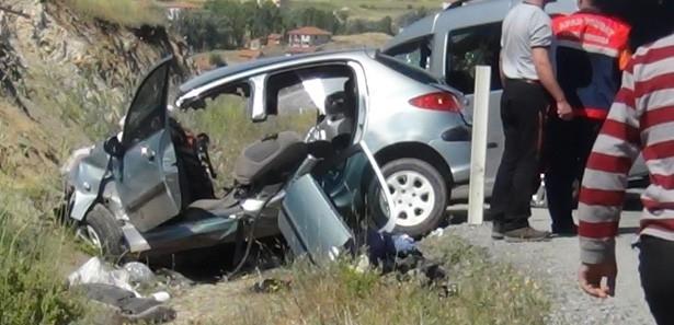 İki Araç Kafa Kafaya Çarpıştı, 6 Yaralı