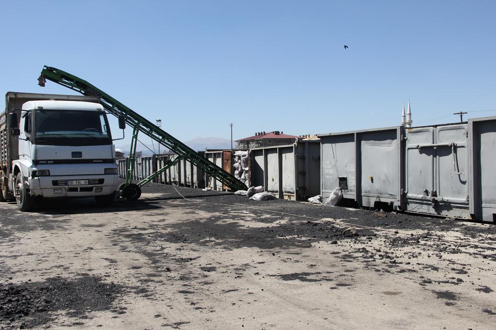 Tren saldırıları kömür sevkiyatını durdurdu