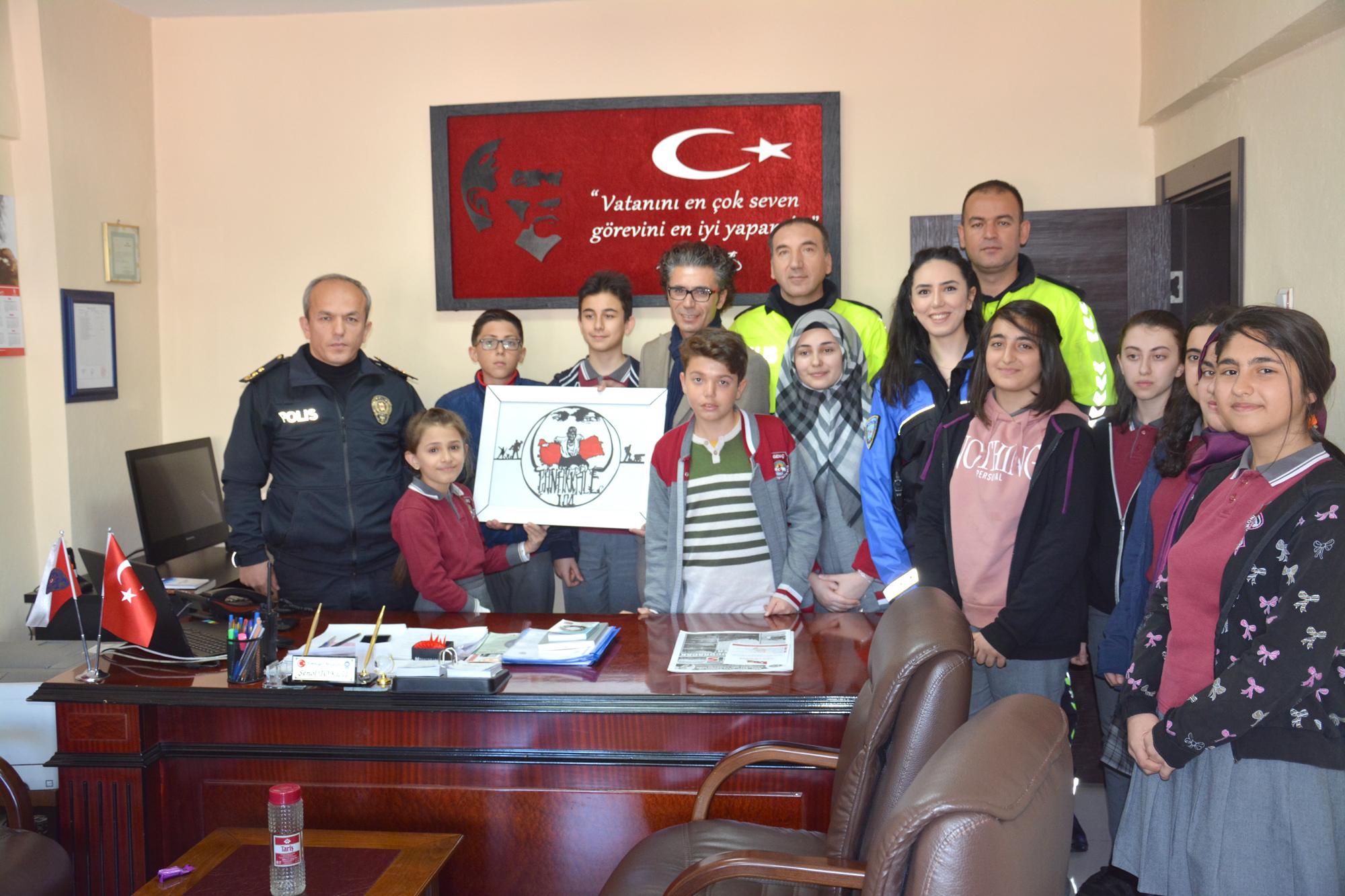 Öğrencilerden polis amcalarına ziyaret