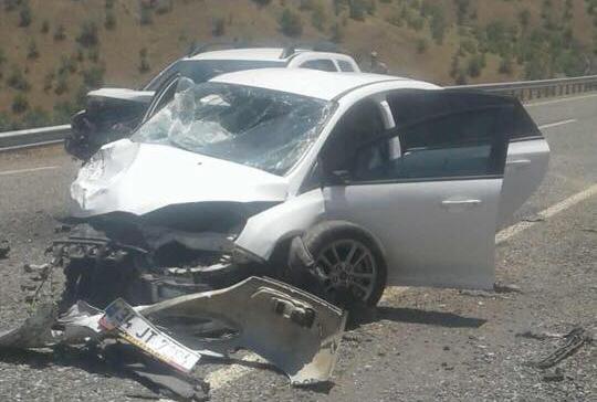 Servi yolunda kaza: 4 yaralı
