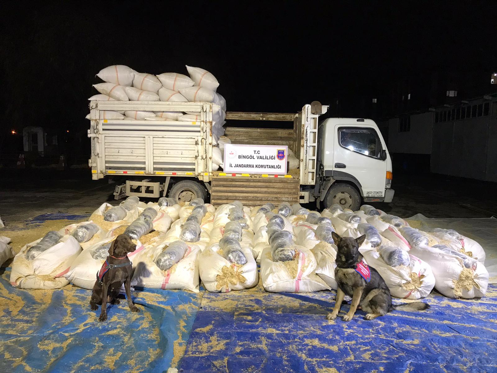 Saman yüklü kamyondan 330 kilo esrar çıktı