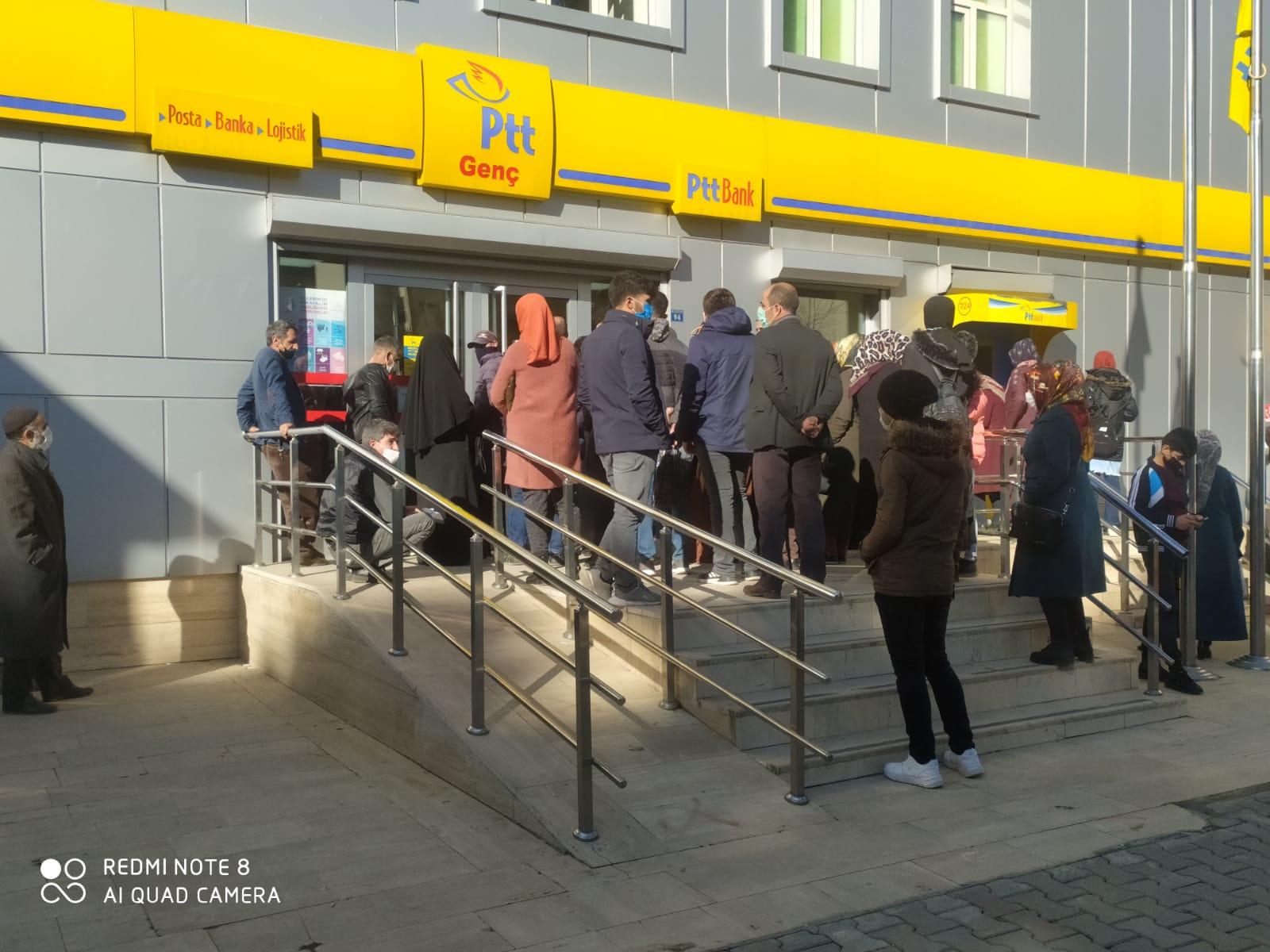 Vatandaşlar PTT'de Personelin Artırılmasını İstiyor