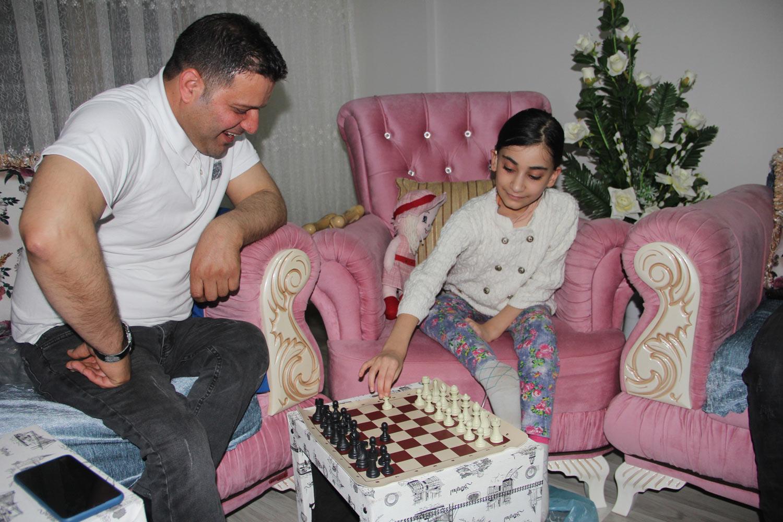 Satranç Oynayıp Stres Attılar